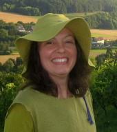 Karin Eckert bei der Weinbergsführung
